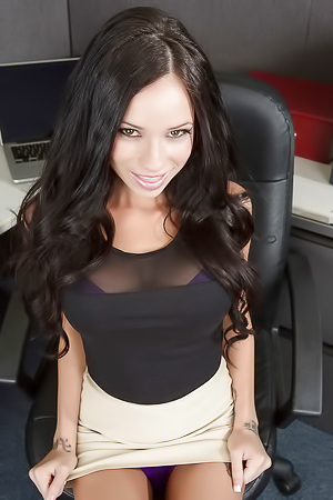 Stunning and dirty secretary Raven Bay